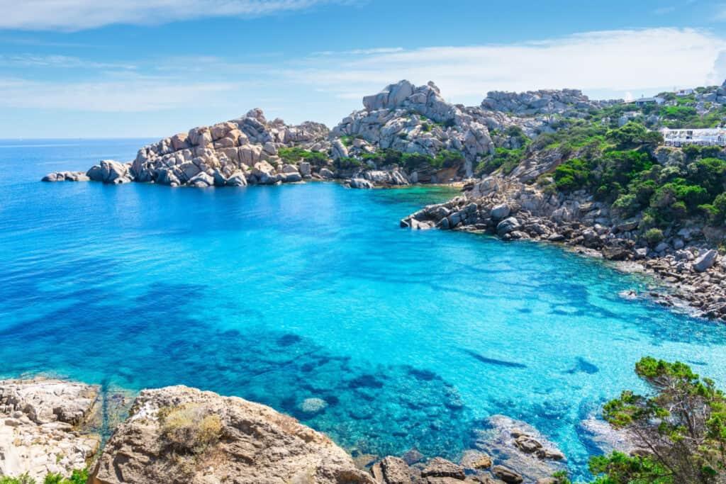 il mare della Sardegna meta dove affittare casa l'estate